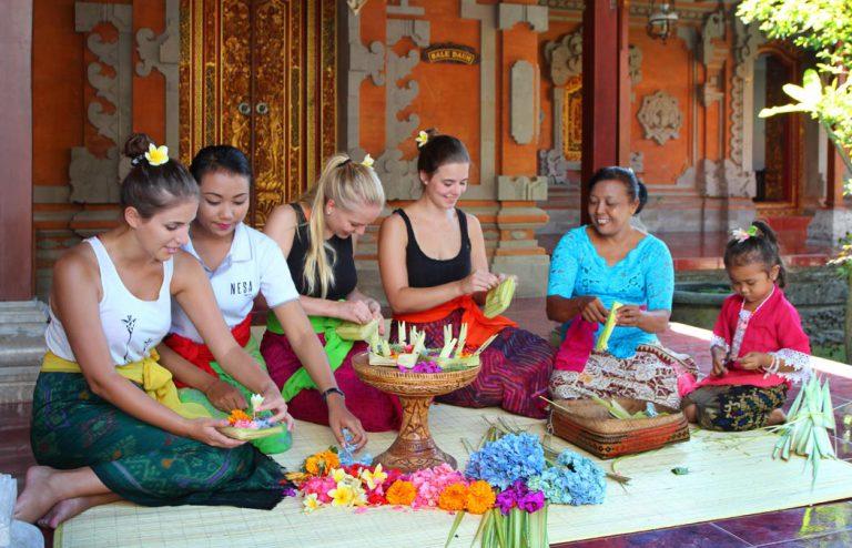 learn making canang - nesa sanur